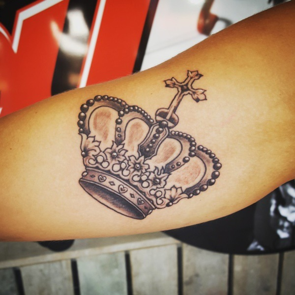 155 King And Queen Crown Tattoos To Feel The Royalness